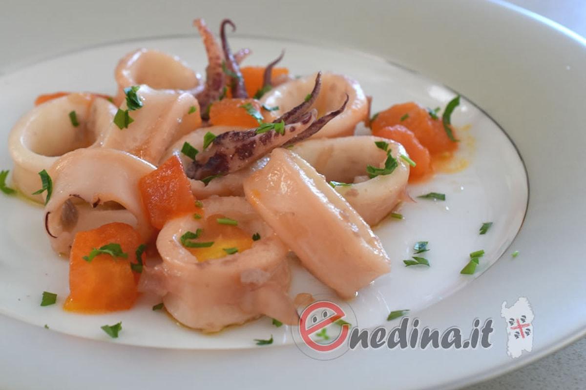Forza e delicatezza nei calamari alla vernaccia e zafferano
