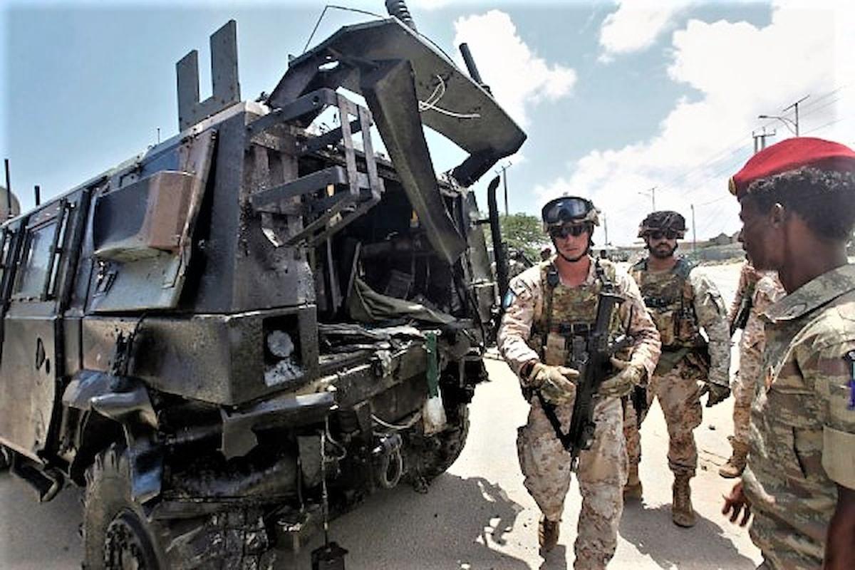Mogadiscio, il Capo di Stato Maggiore dell'Esercito saluta i 4 militari italiani coinvolti nell' esplosione