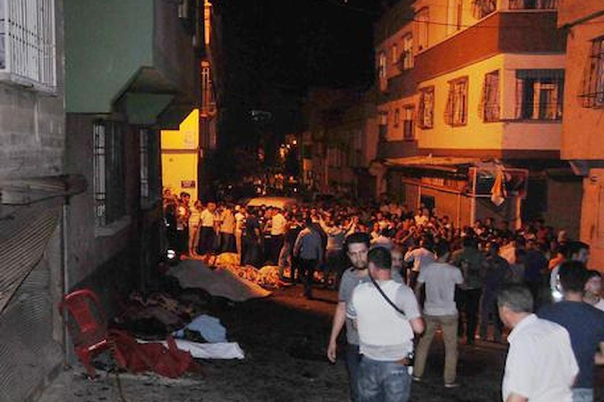 TURCHIA: KAMIKAZE AD UNA FESTA DI MATRIMONIO - 50 MORTI E 94 FERITI