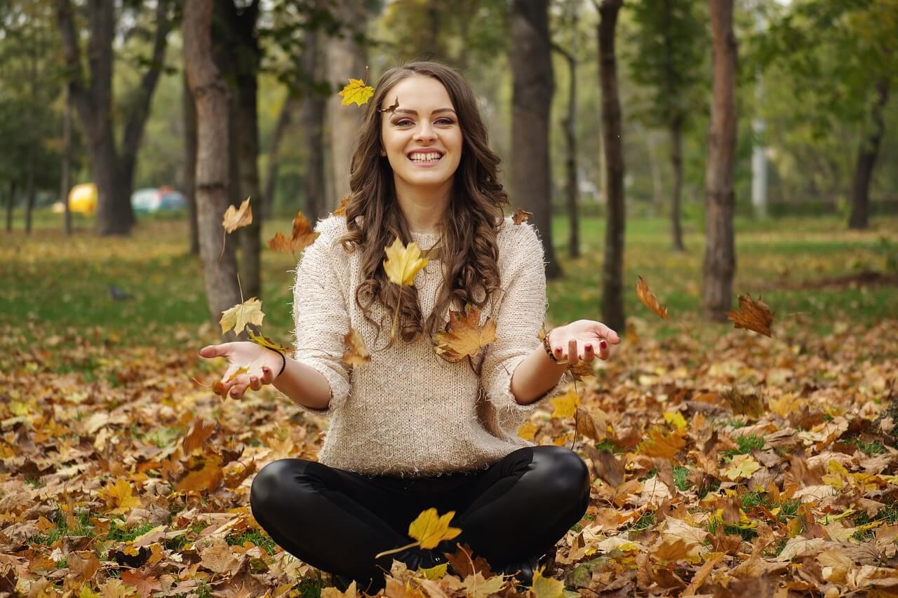 Come prevenire la perdita stagionale di capelli in modo naturale?