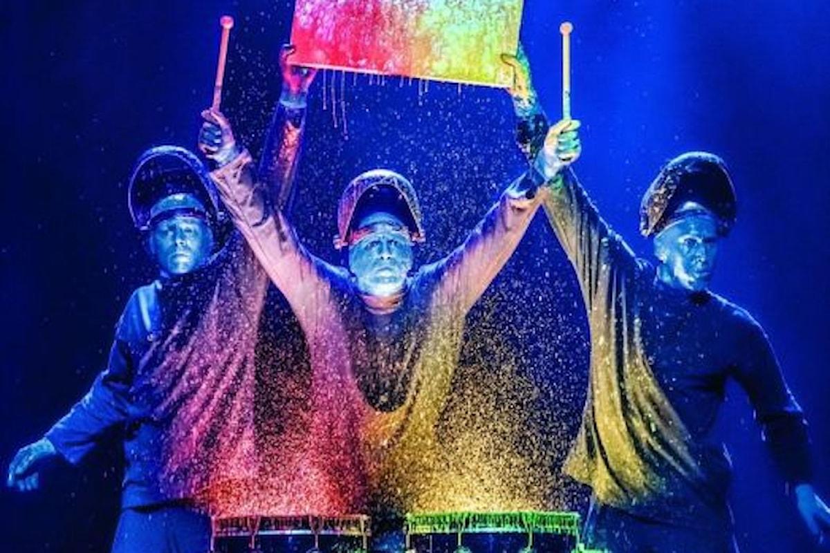 BLUE MAN GROUP. Al Teatro Arcimboldi, Gran Riverbero: ironia e sarcasmo, arte, musica, poesia, divertimento...