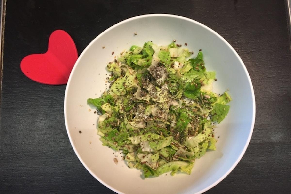 Scopri l'insalata croccante con i semi di canapa sativa