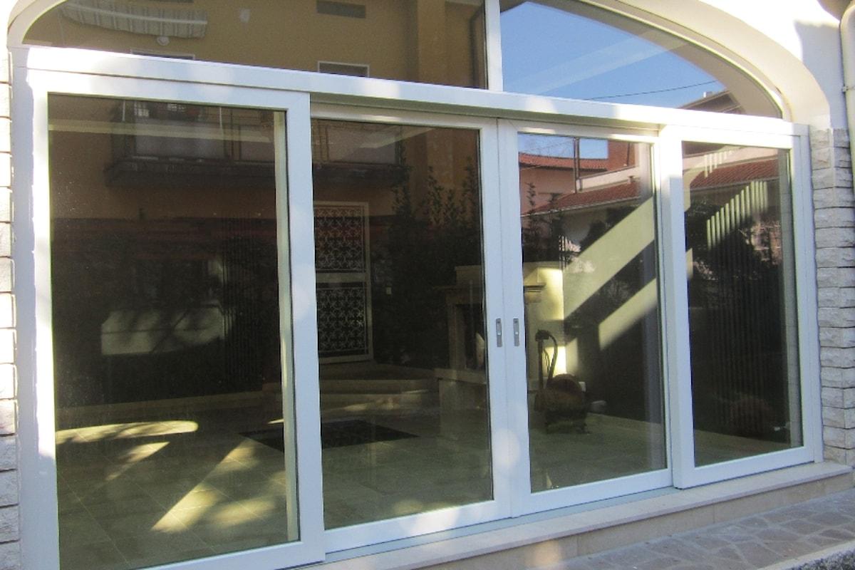 Vetrocamera e vetrate isolanti: la loro importanza nei serramenti di finestra e portafinestra per l'isolamento e il comfort termo-acustici e il risparmio energetico