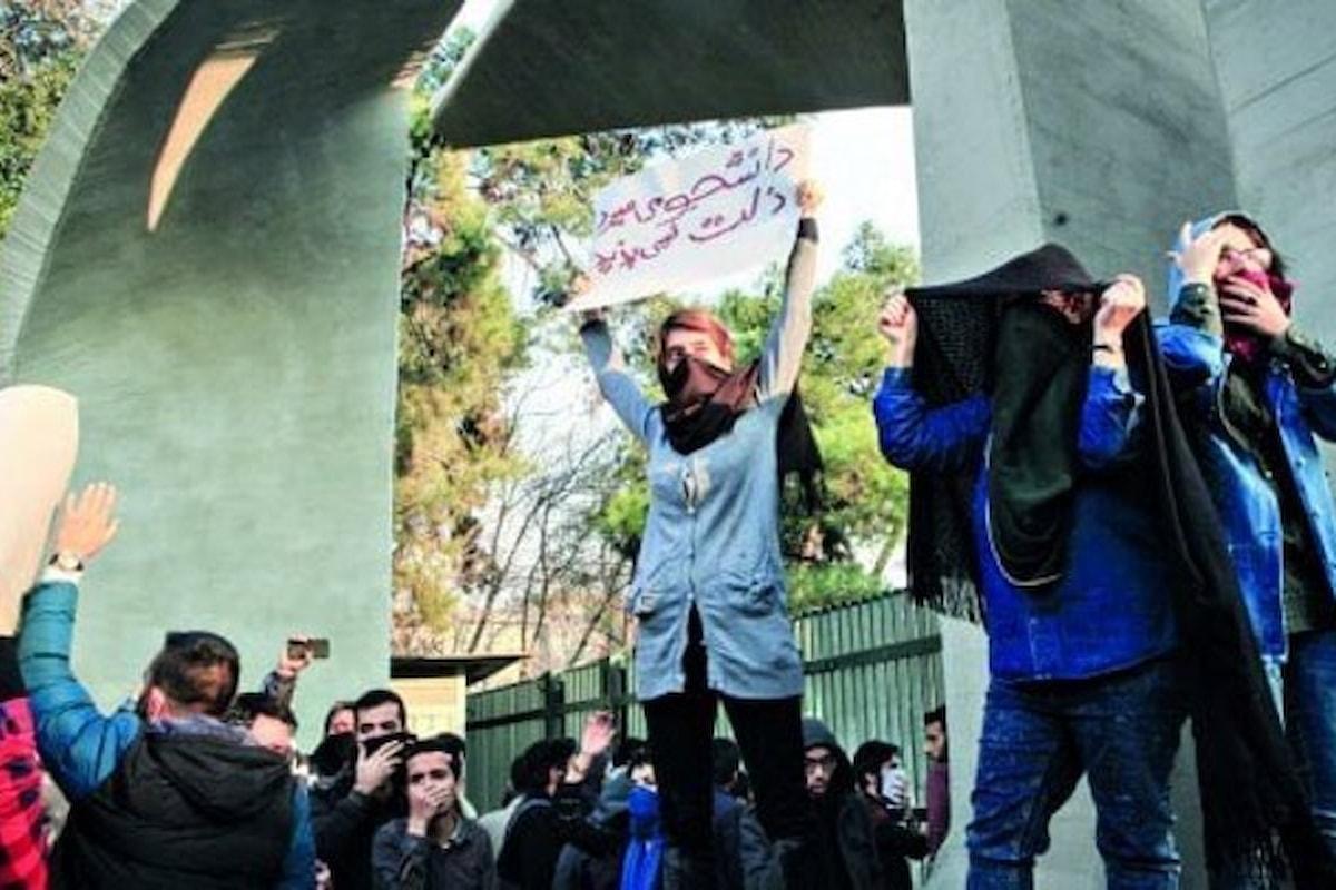 Dopo i nuovi scontri di lunedì notte, anche l'ayatollah Khamenei si è accorto delle proteste in Iran