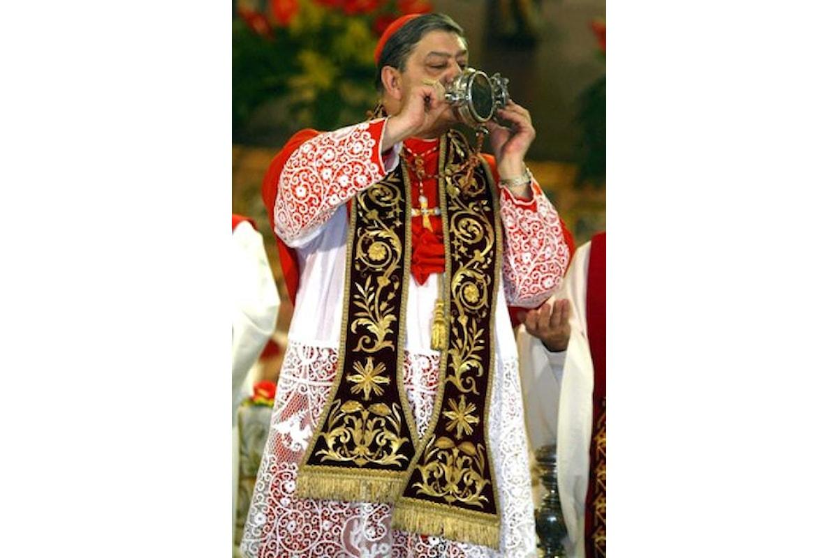Napoli: al Duomo manifestazione delle vittime dei preti pedofili contro il cardinale Sepe: «Vada via, non ha mosso un dito»