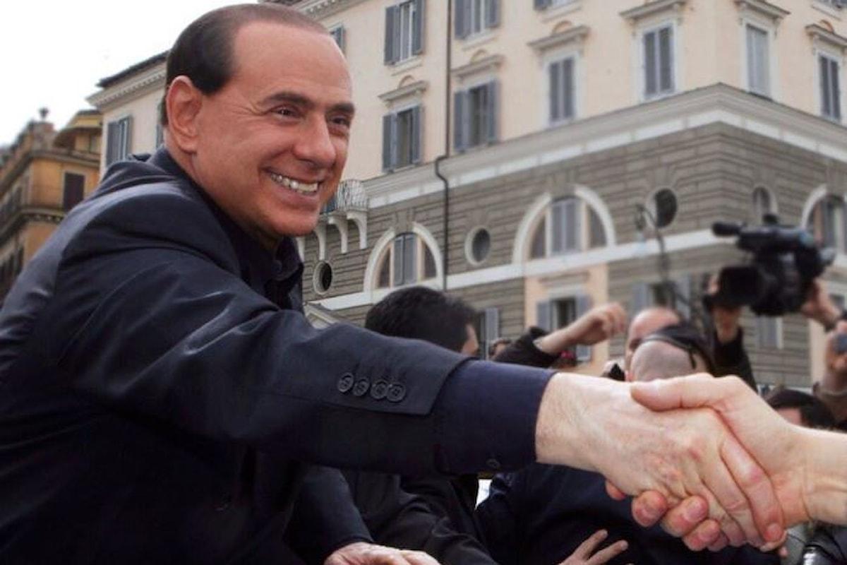 Toh, rieccolo! Berlusconi è riabilitato e di nuovo candidabile