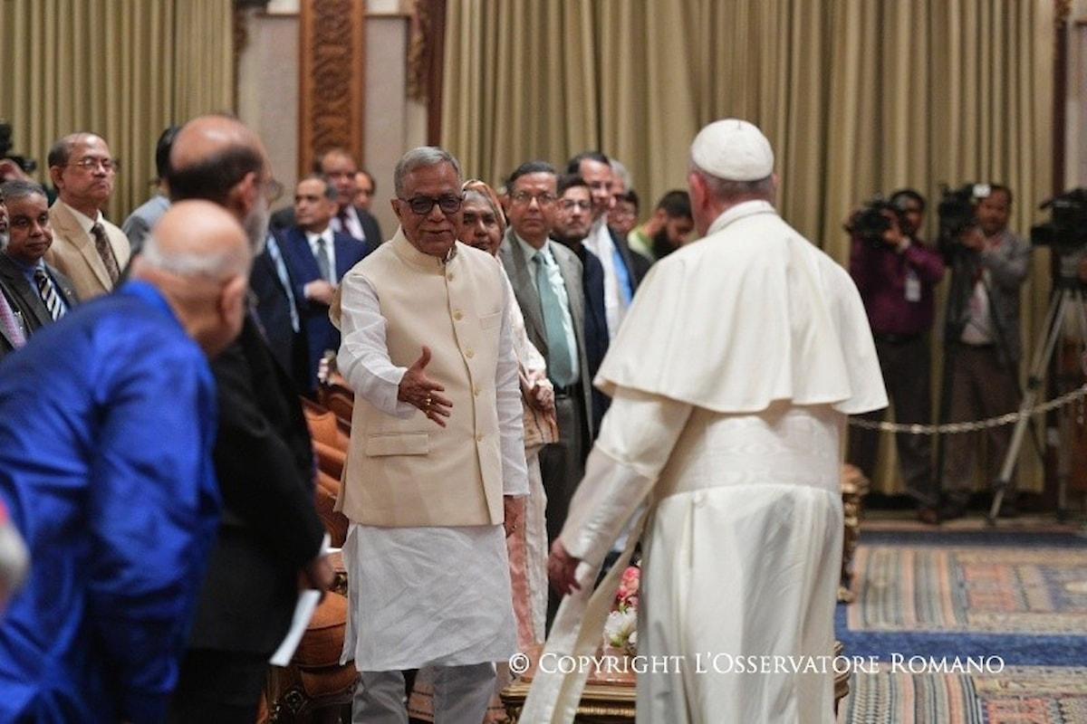 Il Papa in Bangladesh chiede alla comunità internazionale misure efficaci per i Rohingya