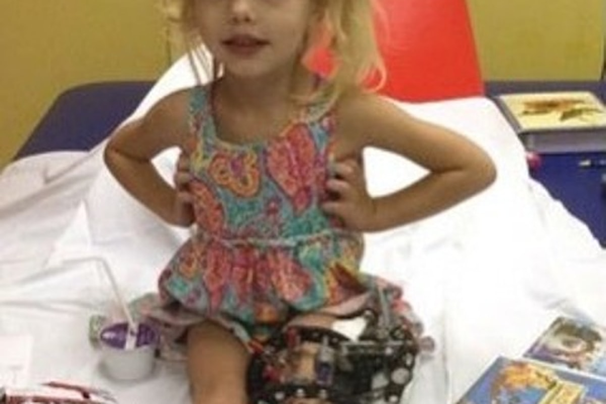 DAL MONDO - Ogni giorno spezza la gamba alla propria bimba di 4 anni